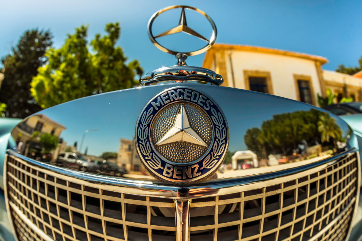 Mercedes logo on a classic car - slon.pics - free stock photos and illustrations