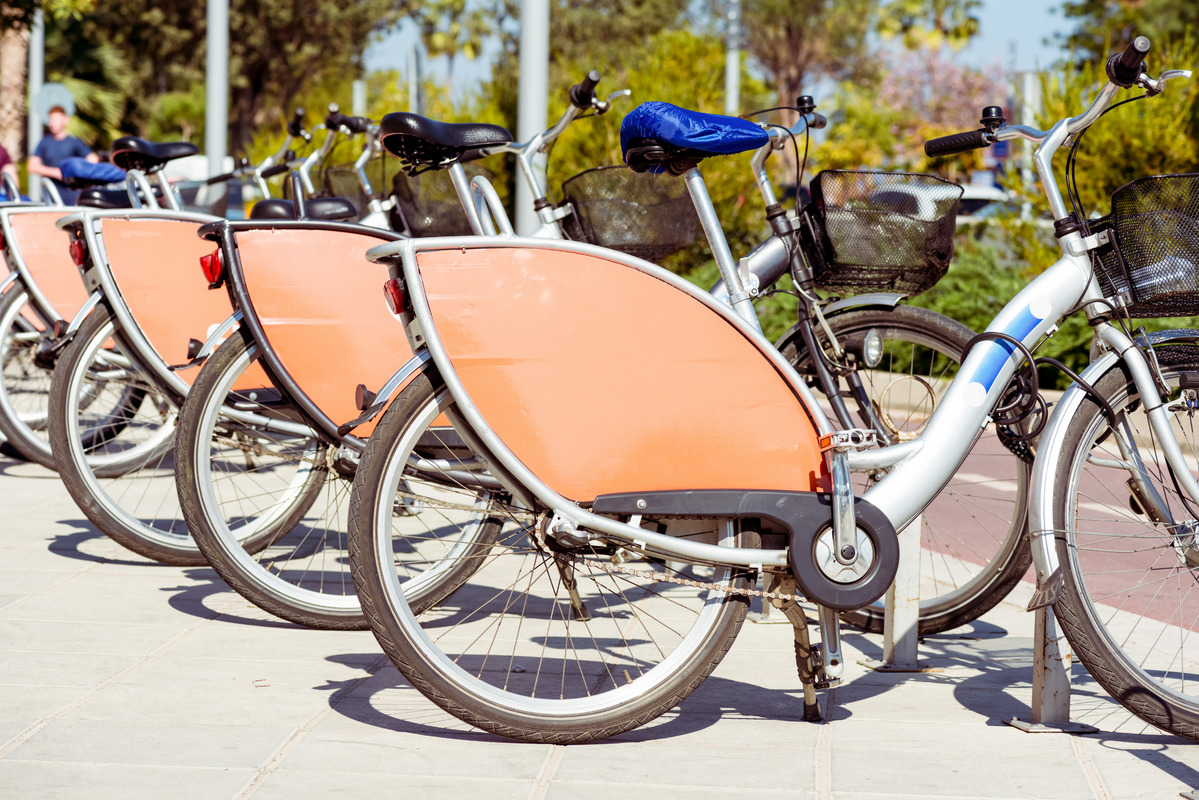 Row of parked bicycles - slon.pics - free stock photos and illustrations