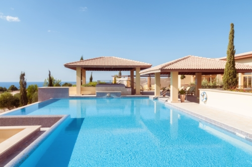 Swimming pool at luxury resort - slon.pics - free stock photos and illustrations