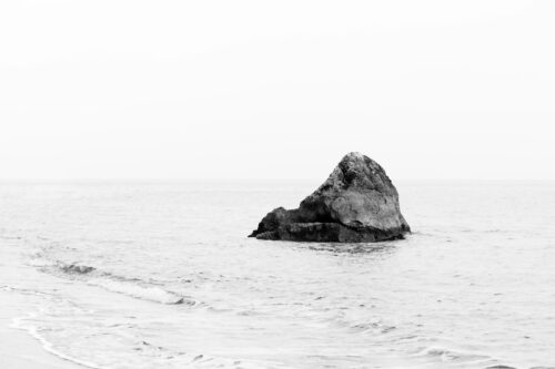 Lonely rock. Minimalistic monochrome seascape - slon.pics - free stock photos and illustrations