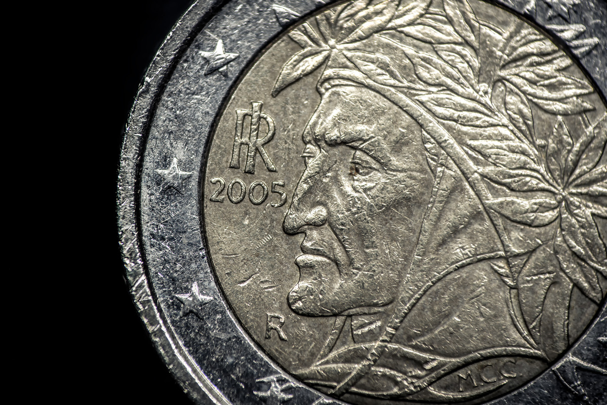 Close up of Italian euro coin - slon.pics - free stock photos and illustrations