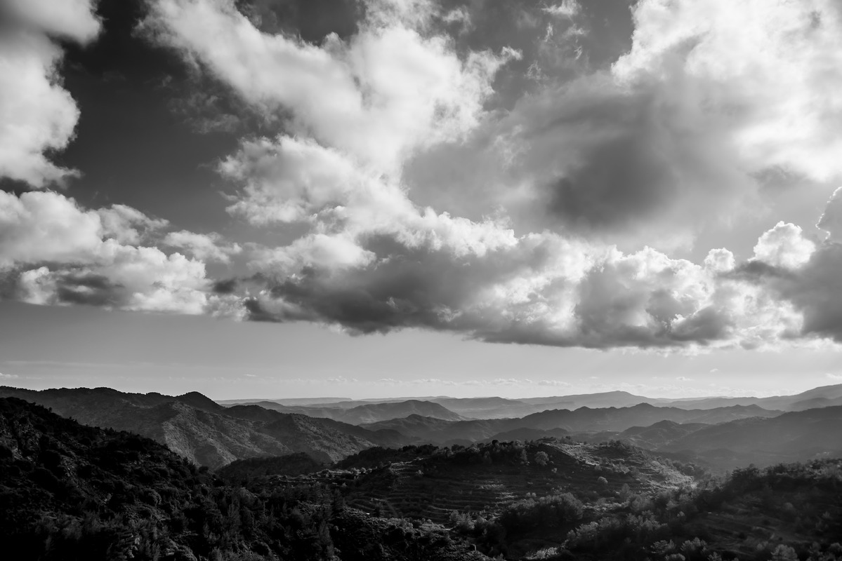 Cloudy landscape in black and white - slon.pics - free stock photos and illustrations