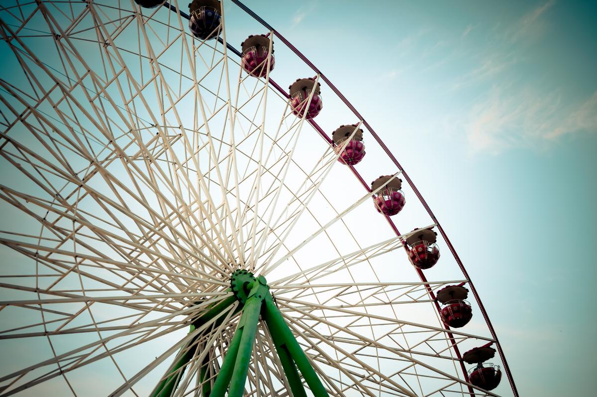Ferris Wheel. Color tone tuned - slon.pics - free stock photos and illustrations