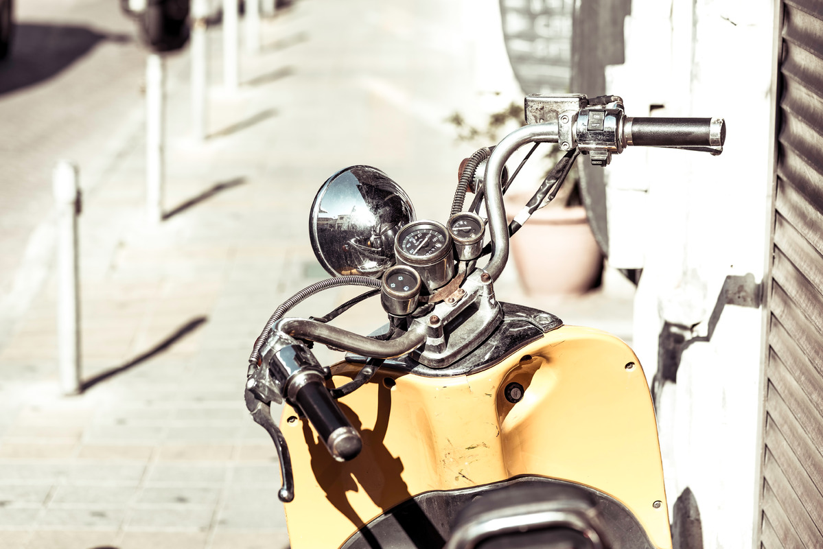 Vintage scooter handlebar with speedometer - slon.pics - free stock photos and illustrations