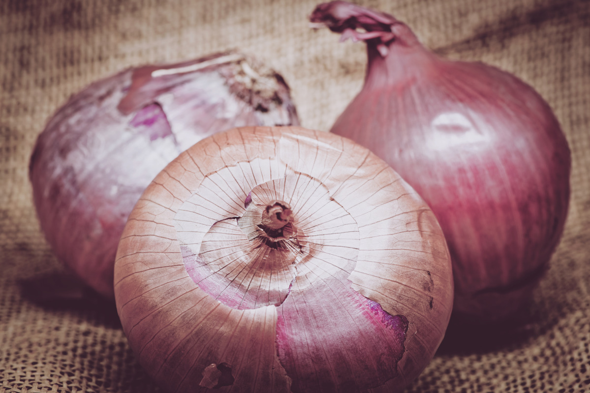 Onions on burlap - slon.pics - free stock photos and illustrations