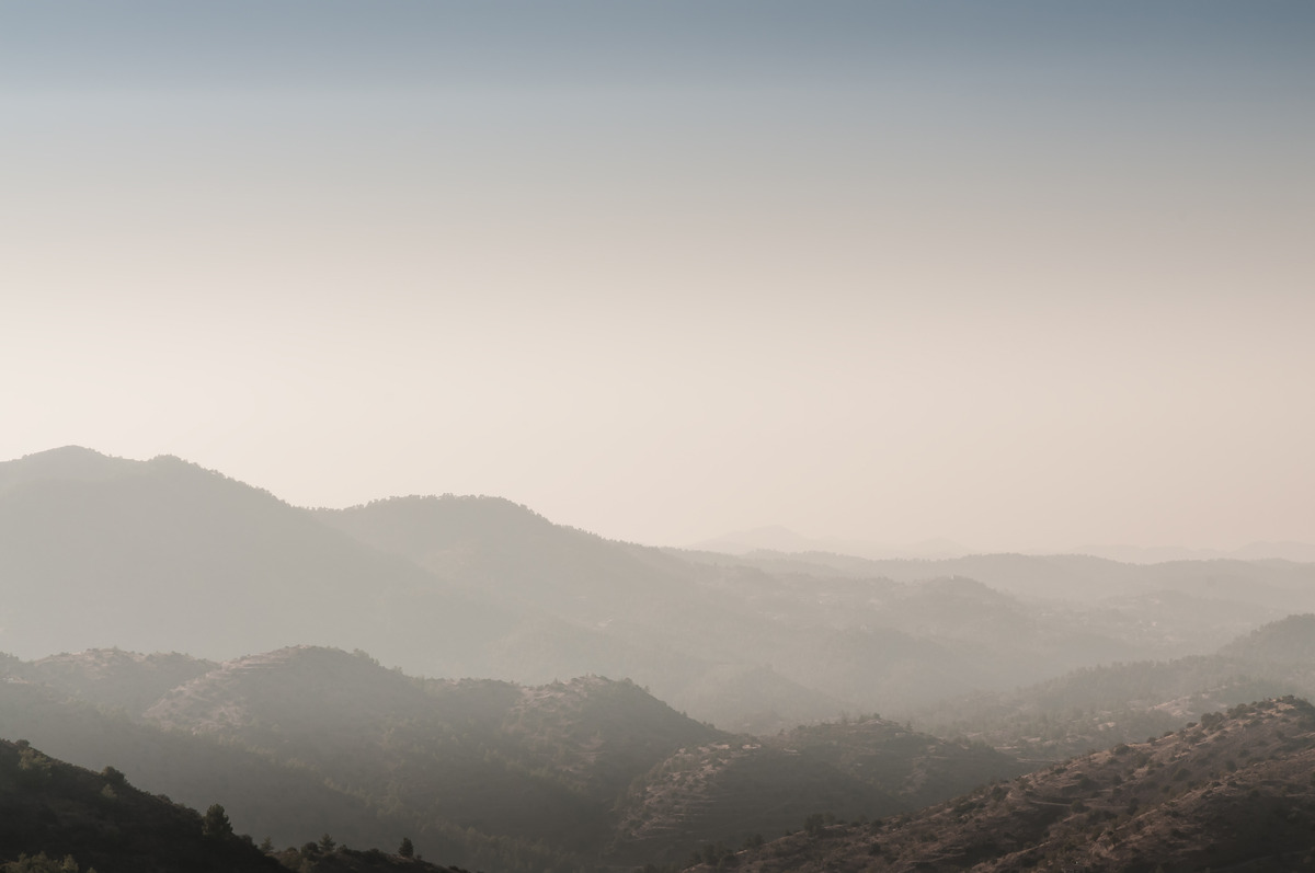 Foggy mountain range - slon.pics - free stock photos and illustrations