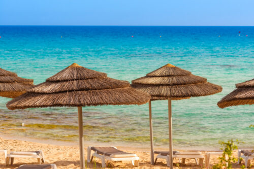 A straw beach umbrellas - slon.pics - free stock photos and illustrations