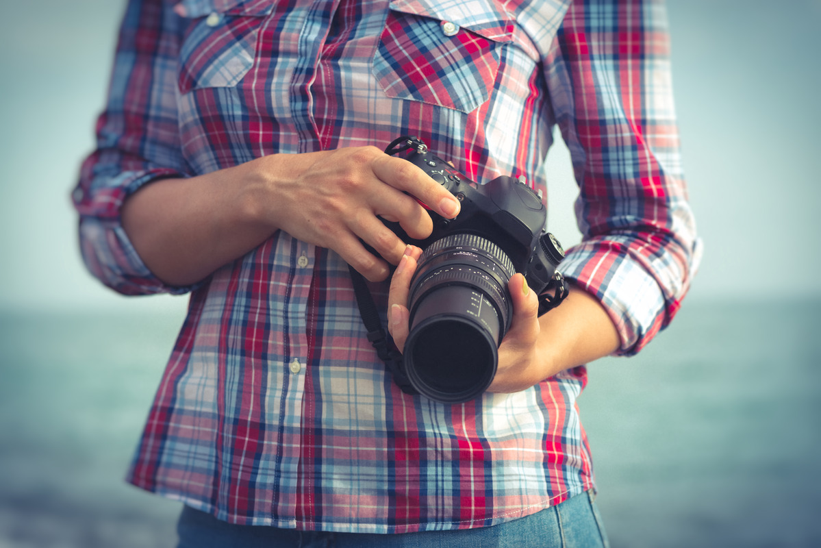 DSLR camera held by woman - slon.pics - free stock photos and illustrations