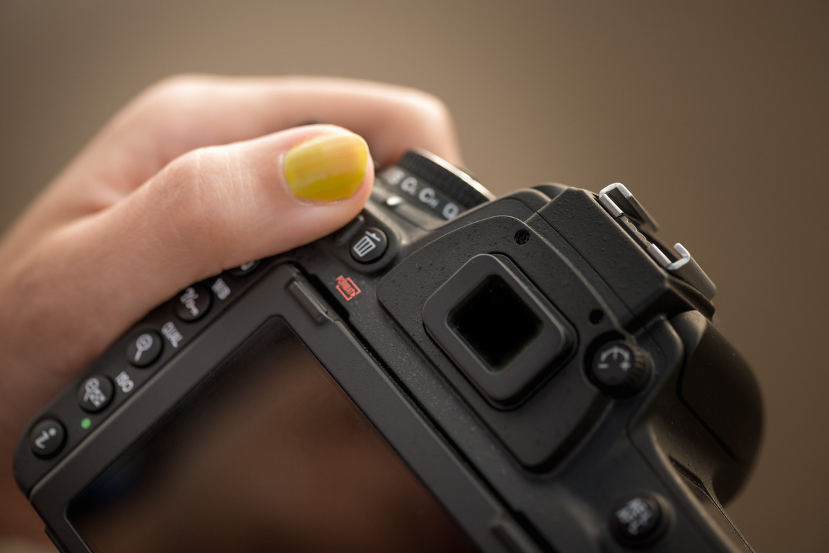 DSLR camera in womans hands - slon.pics - free stock photos and illustrations