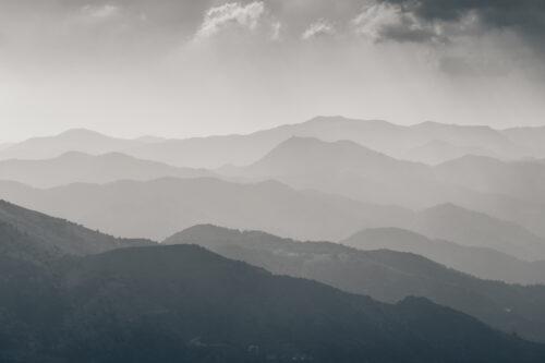 Foggy mountain valley - slon.pics - free stock photos and illustrations