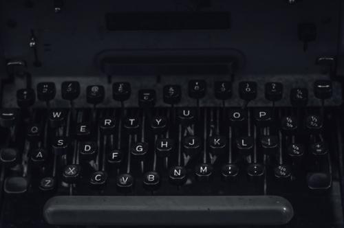 Old Vintage Typewriter - slon.pics - free stock photos and illustrations