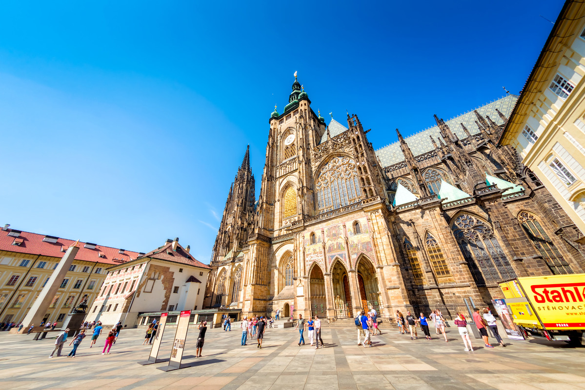 St. Vitus Cathedral and Castle courtyard with tourists in a sunny day. September 07, 2016 - slon.pics - free stock photos and illustrations