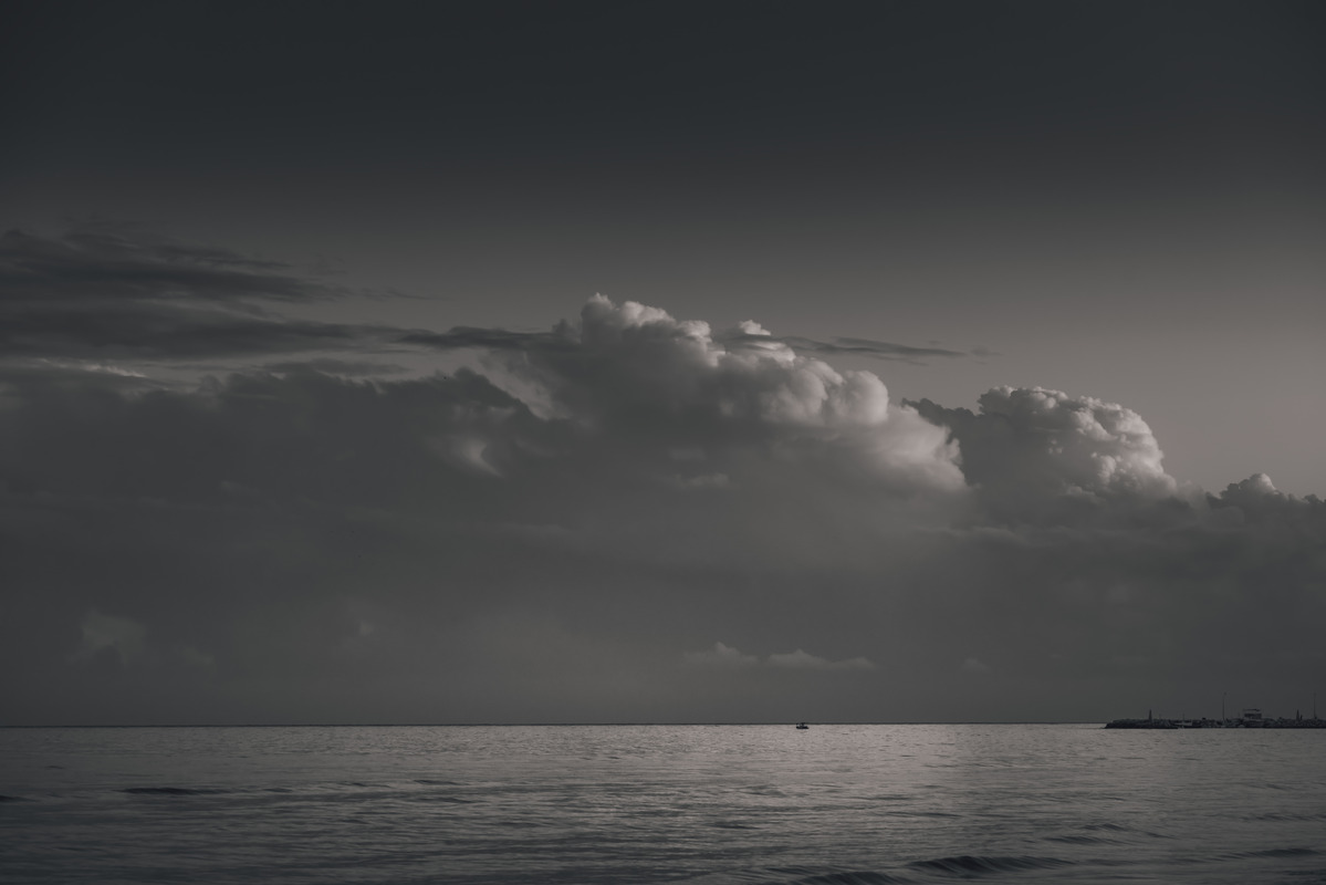 Moody cloudscape over sea - slon.pics - free stock photos and illustrations
