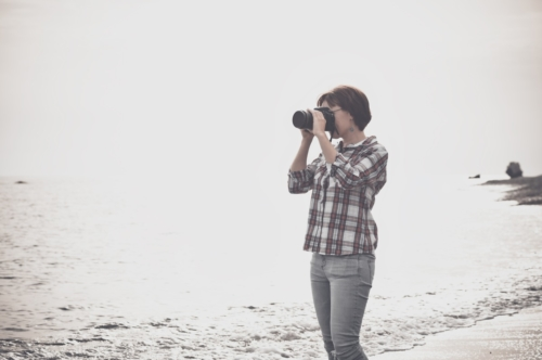 Woman taking photographs with DSLR on the beach - slon.pics - free stock photos and illustrations