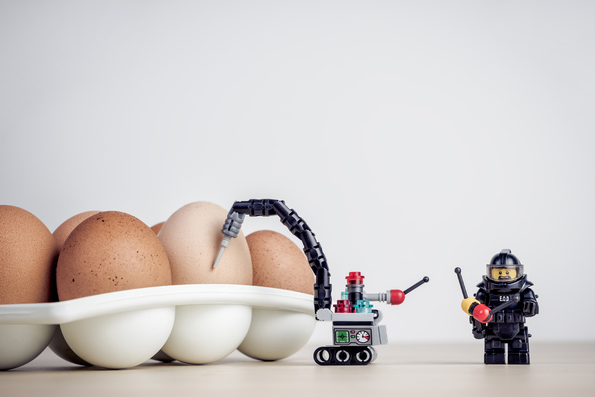 Breaking Egg - slon.pics - free stock photos and illustrations