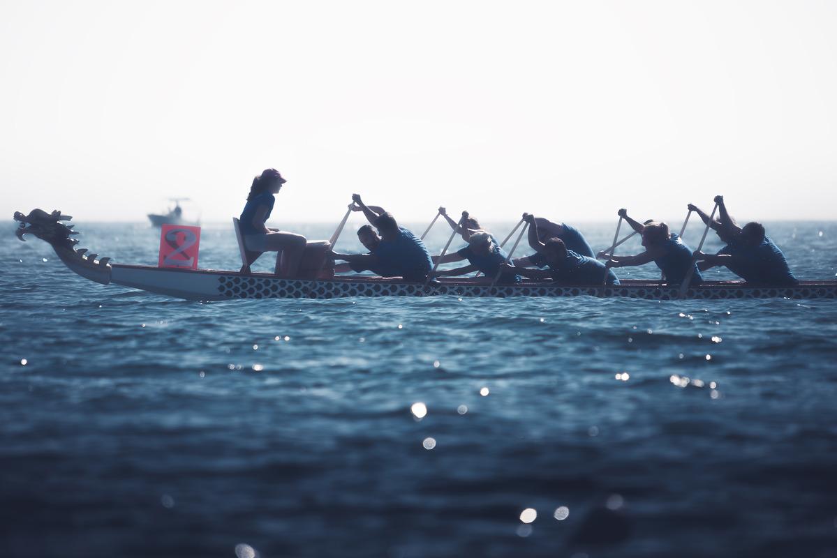 Dragon boat crew silhouette - slon.pics - free stock photos and illustrations