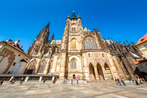 People in front of Saint Vitus cathedral. Prague, Czech Republic. September 07, 2016 - slon.pics - free stock photos and illustrations