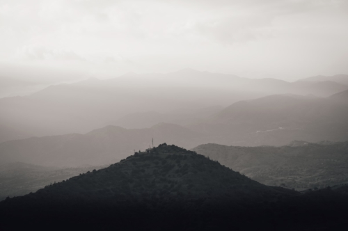 Mountain range silhouette - slon.pics - free stock photos and illustrations