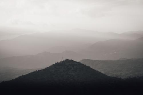 Mountain range silhouette - slon.pics - free stock photos and illustrations