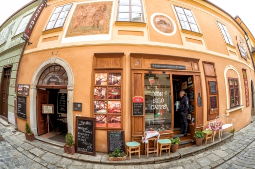 Cafes in the old quarter of Cesky Krumlov. Czech republic - slon.pics - free stock photos and illustrations