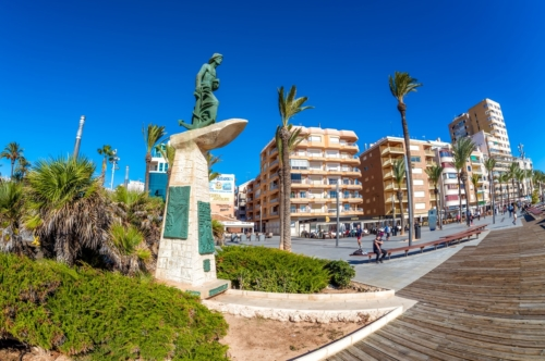Man of The Sea Statue (Hombre del Mar) at Paseo Juan Aparicio - slon.pics - free stock photos and illustrations