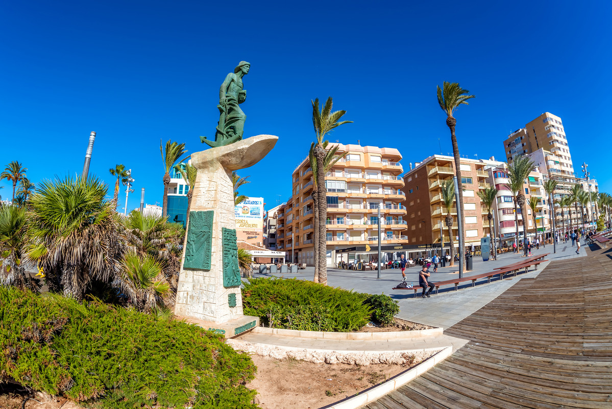Man of The Sea Statue (Hombre del Mar) at Paseo Juan Aparicio - slon.pics - free stock photos and illustrations