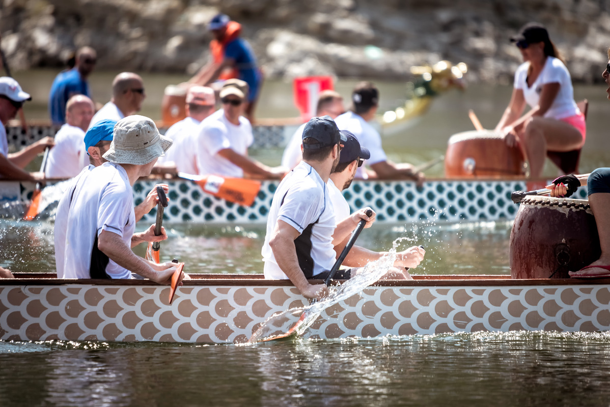 People racing at the Dragon boat festival - slon.pics - free stock photos and illustrations