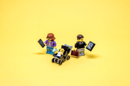 Gadget addicted parents - slon.pics - free stock photos and illustrations