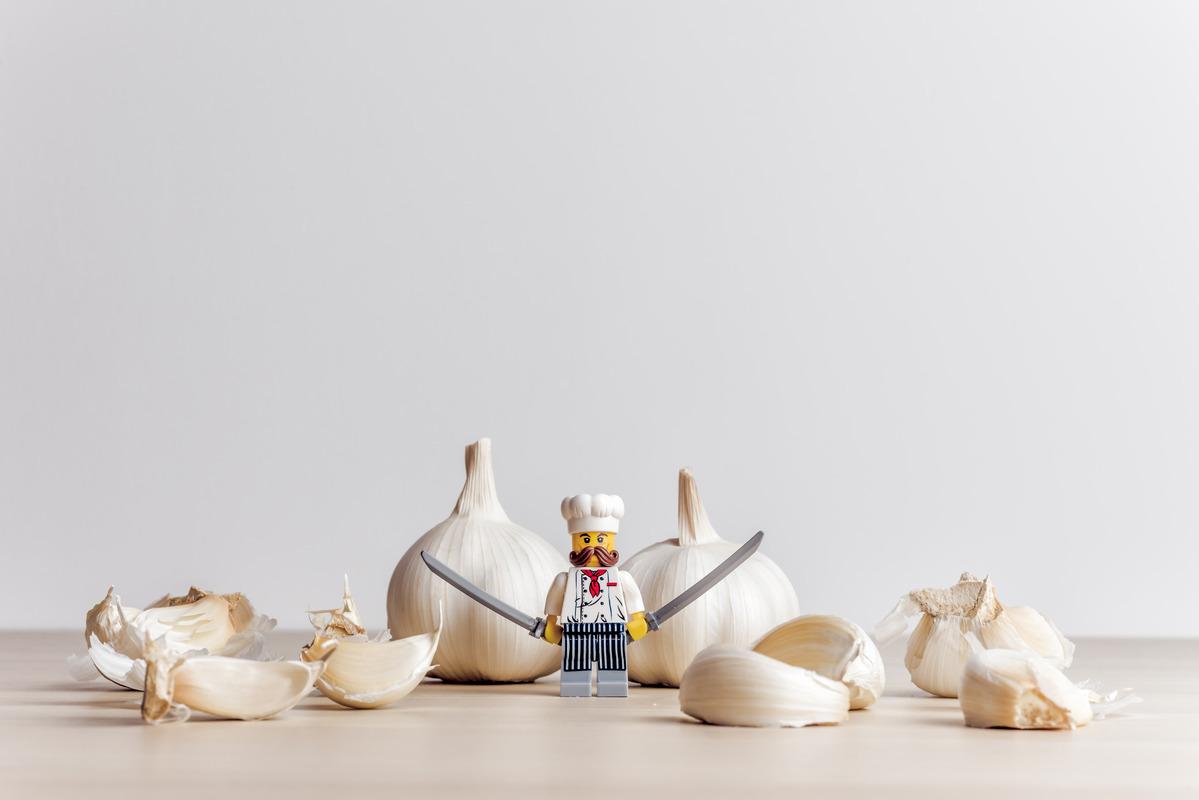 Garlic peeling process - slon.pics - free stock photos and illustrations