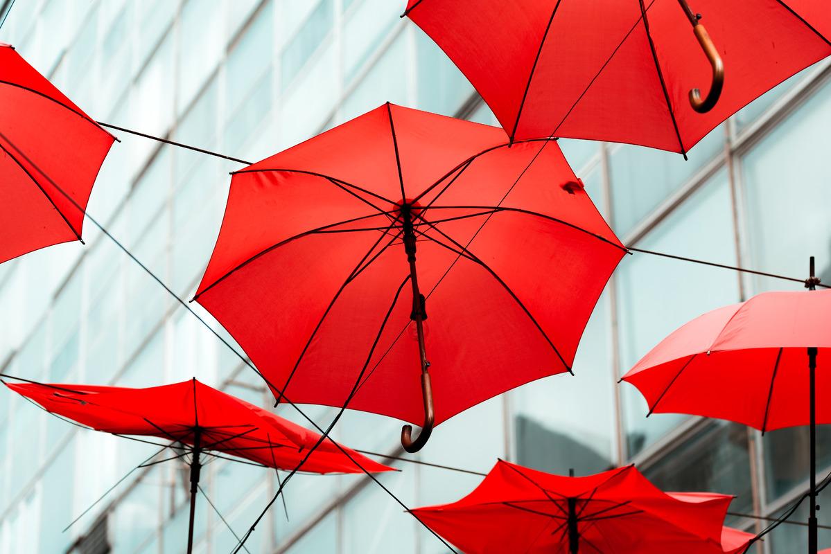 Red umbrellas - slon.pics - free stock photos and illustrations