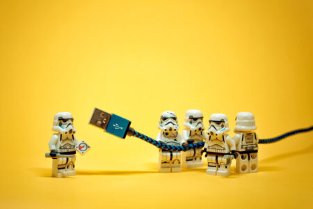 Stormtroopers with USB cable - slon.pics - free stock photos and illustrations