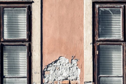 Two windows on the facade of an old house - slon.pics - free stock photos and illustrations