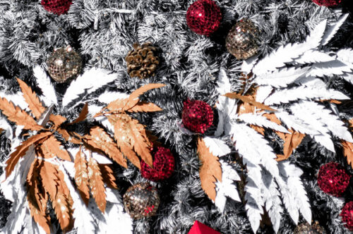 Decorated Christmas tree - slon.pics - free stock photos and illustrations