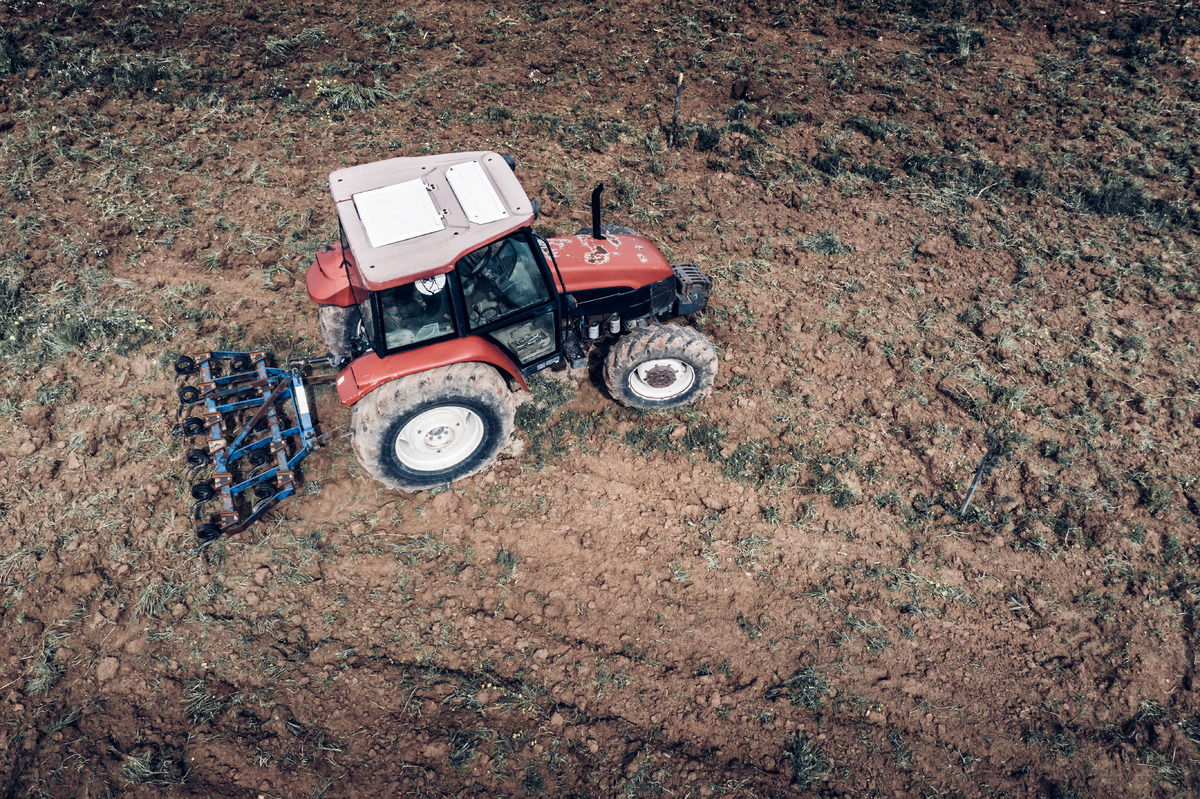 Agricultural machinery in field - slon.pics - free stock photos and illustrations