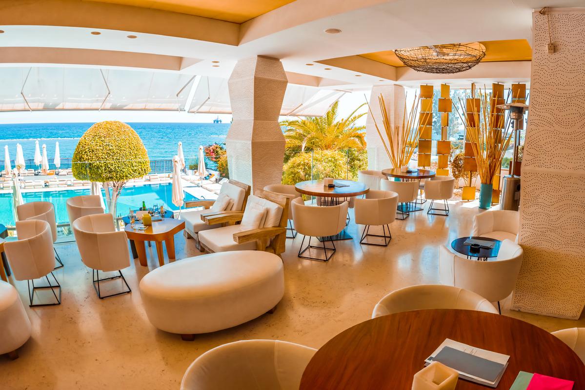 Lounge bar of modern European resort hotel - slon.pics - free stock photos and illustrations